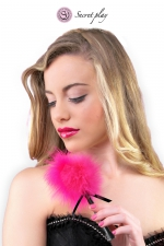 Plumeau 18 cm fuchsia - Secret Play : Petit plumeau coquin pour affoler ses sens avec de douces caresses par Secret Play.