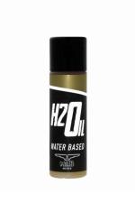 Lubrifiant Mister B H2Oil 30ml : Vous aimez jouer aux mécaniciens? Ce lubrifiant ultra glissant à base d'eau ressemble à s'y méprendre à de l'huile moteur.