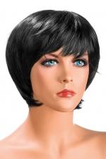 Perruque Sofia brune : Perruque brune aux cheveux courts ayants un aspect naturel. Elle à une jolie mèche effilée à l'avant.